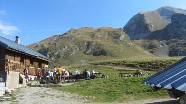 Un repas au pied du Mt Charvin