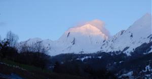 Le mont Charvin depuis Serraval